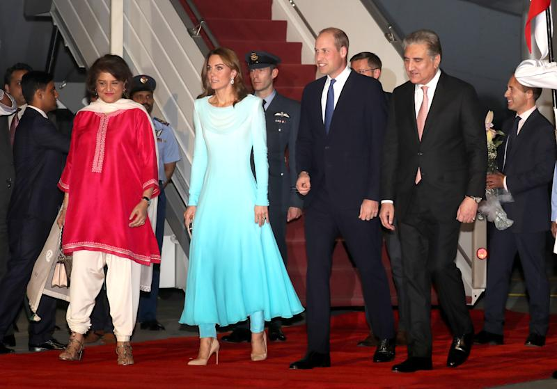 The two stepped off the plane and onto the red carpet.  (Photo: Chris Jackson via Getty Images)