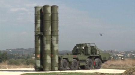 A frame grab taken from footage released by Russia's Defence Ministry November 26, 2015, shows a Russian S-400 defense missile system deployed at Hmeymim airbase in Syria. REUTERS/Ministry of Defence of the Russian Federation/Handout via Reuters
