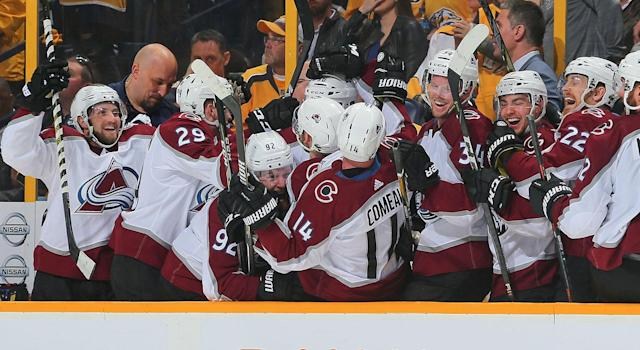 "The <a class=""link rapid-noclick-resp"" href=""/nhl/teams/col"" data-ylk=""slk:Avalanche"">Avalanche</a> celebrate after scoring the go-ahead goal late in the third period. (Photo by Frederick Breedon/Getty Images)"