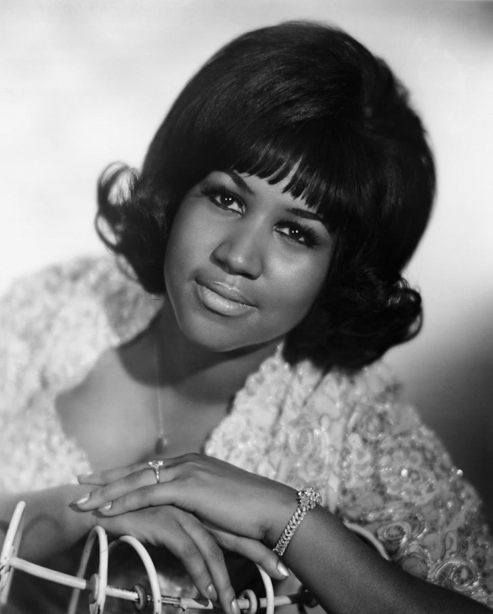 <p>Aretha Franklin during her youth wearing a bouffant hairdo, bold brows, and nude lips. In this photo, her left hand is featured prominently with a diamond bracelet on her wrist and engagement ring on her finger. (Photo: Getty Images) </p>