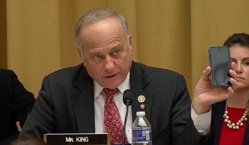 Democrats erupt into laughter after Google CEO has to explain to Rep. Steve King that the 'iPhone is made by a different company' (yahoo.com)