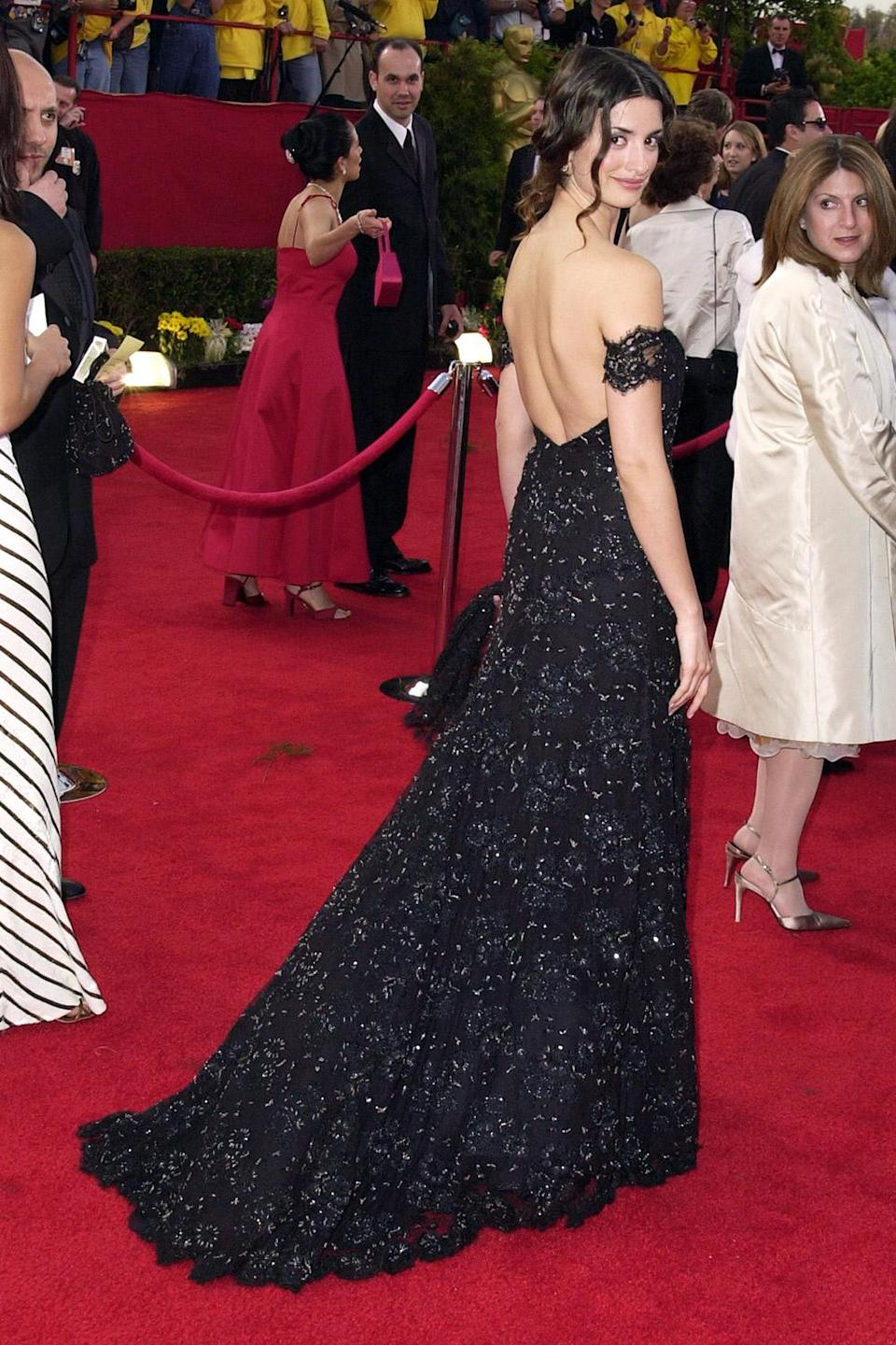 <p>Penélope Cruz looked like royalty in an off-the-shoulder, backless gown. </p>