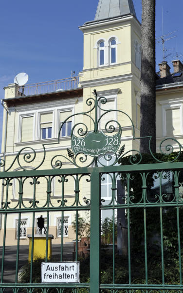 This picture taken Wednesday, Sept. 11, 2013 shows a villa that allegedly belongs to the NSA in Vienna, Austria. NSA outrage has come to Austria big time. News outlets, the government, opposition parties and U.S. officials are battling it out over allegations that the stately villa in a leafy Vienna district served as a sophisticated a U.S. intelligence listening post keeping tabs on most of Vienna. Sign reads 'keep entry free'. (AP Photo/Hans Punz)