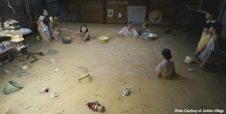 Jack Neo recreated a flood scene inspired by real events in 1969. (Photo credit: Yahoo! Singapore, Golden Village)