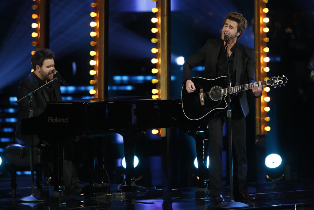 "The Swon Brothers perform ""I Can't Tell You Why"" on ""The Final Live Performances"" episode of ""The Voice"" Season 4."