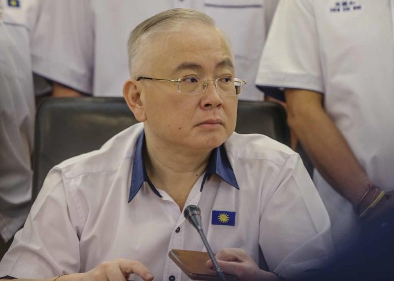 MCA deputy president Datuk Seri Wee Ka Siong said low voter turnout in the recently concluded Balakong by-election is due to political fatigue. — Picture by Firdaus Latif