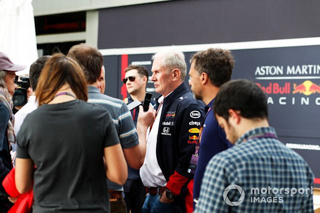 """Helmut Marko, Consultant, Red Bull Racing, parla ai media <span class=""""copyright"""">Steven Tee / Motorsport Images</span>"""