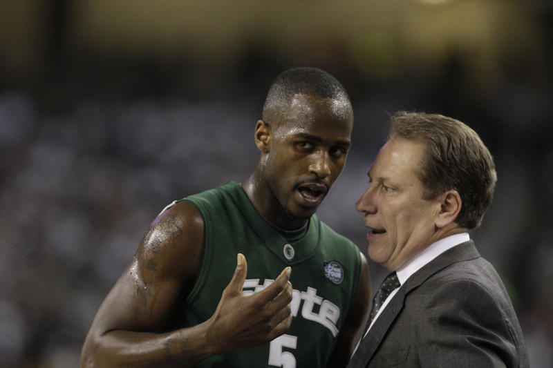 Clippers place Travis Walton on leave amid MSU probe
