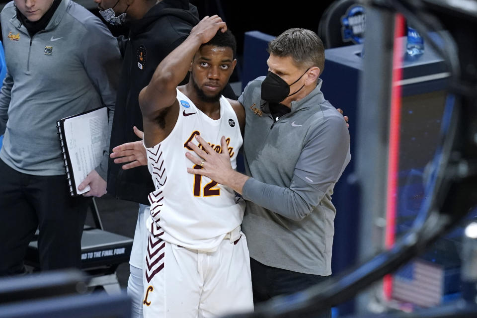 Loyola Chicago head coach Porter Moser, right, consoles guard Marquise Kennedy after a Sweet 16 game against Oregon State in the NCAA men's college basketball tournament at Bankers Life Fieldhouse, Saturday, March 27, 2021, in Indianapolis. Oregon State won 65-58. (AP Photo/Darron Cummings)