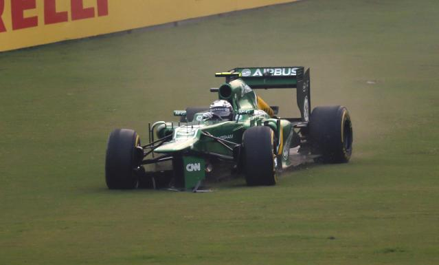 Caterham Formula One driver Giedo van der Garde of Netherlands runs off the track with a damaged car during the Indian F1 Grand Prix at the Buddh International Circuit in Greater Noida, on the outskirts of New Delhi, October 27, 2013. REUTERS/Ahmad Masood (INDIA - Tags: SPORT MOTORSPORT F1)