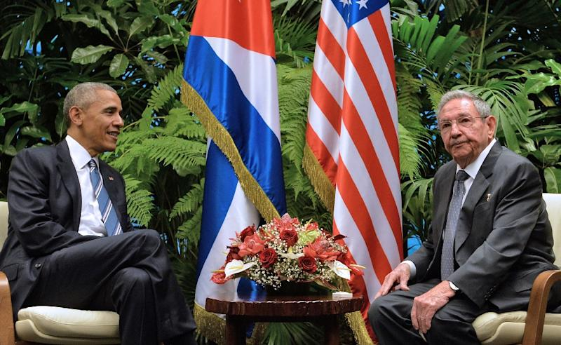 US President Barack Obama (L) and Cuban President Raul Castro meet at the Revolution Palace in Havana on March 21, 2016