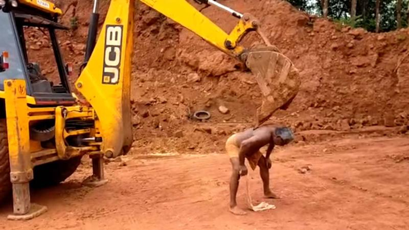 From 'JCB Ki Khudai' to 'JCB Ki Khujli,' Obsession With JCB Excavator Reaches Another Level With This Man's Jugaad to Scratch His Back, Watch Viral Video