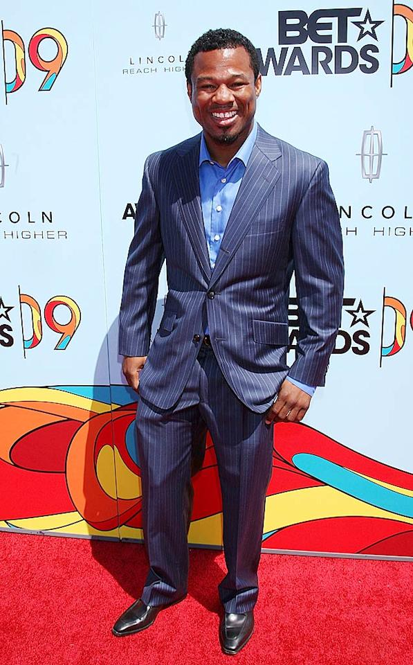 "Boxer ""Sugar"" Shane Mosely cleaned up nicely in a blue pin-striped suit. Arnold Turner/<a href=""http://www.wireimage.com"" target=""new"">WireImage.com</a> - June 28, 2009"