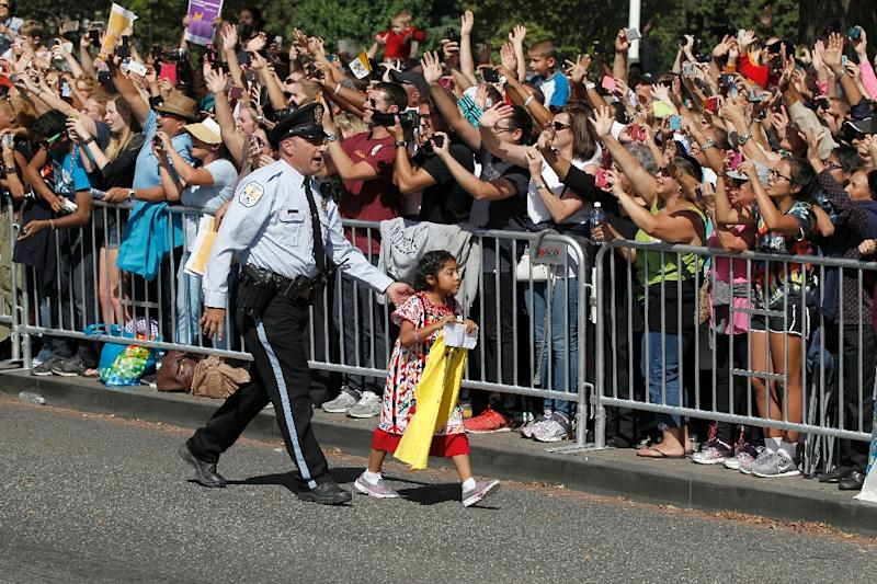 Five-year-old Sofia Cruz is walked back before Pope Francis called for her during a parade on September 23, 2015, in Washington, DC (AFP Photo/Alex Brandon)