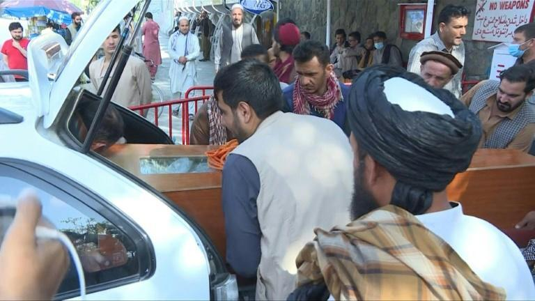 Kabul airport blasts: Grieving relatives collect bodies from hospital (AFP/Muhammad DAUD)