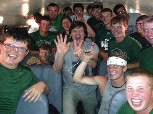 Jim Carrey mugs on the Pella baseball bus — Twitter