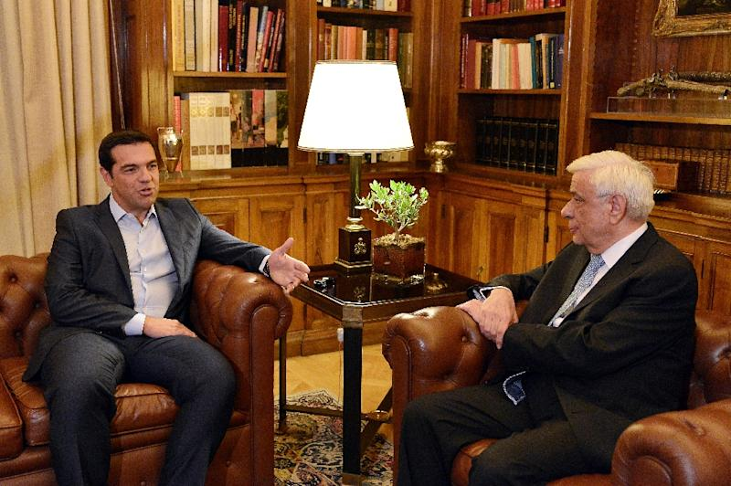 Greek Prime Minister Alexis Tsipras (L) talks to the President of the Greek Republic Prokopis Pavlopoulos at the Presidental Palace in Athens on August 20, 2015 (AFP Photo/Louisa Gouliamaki)