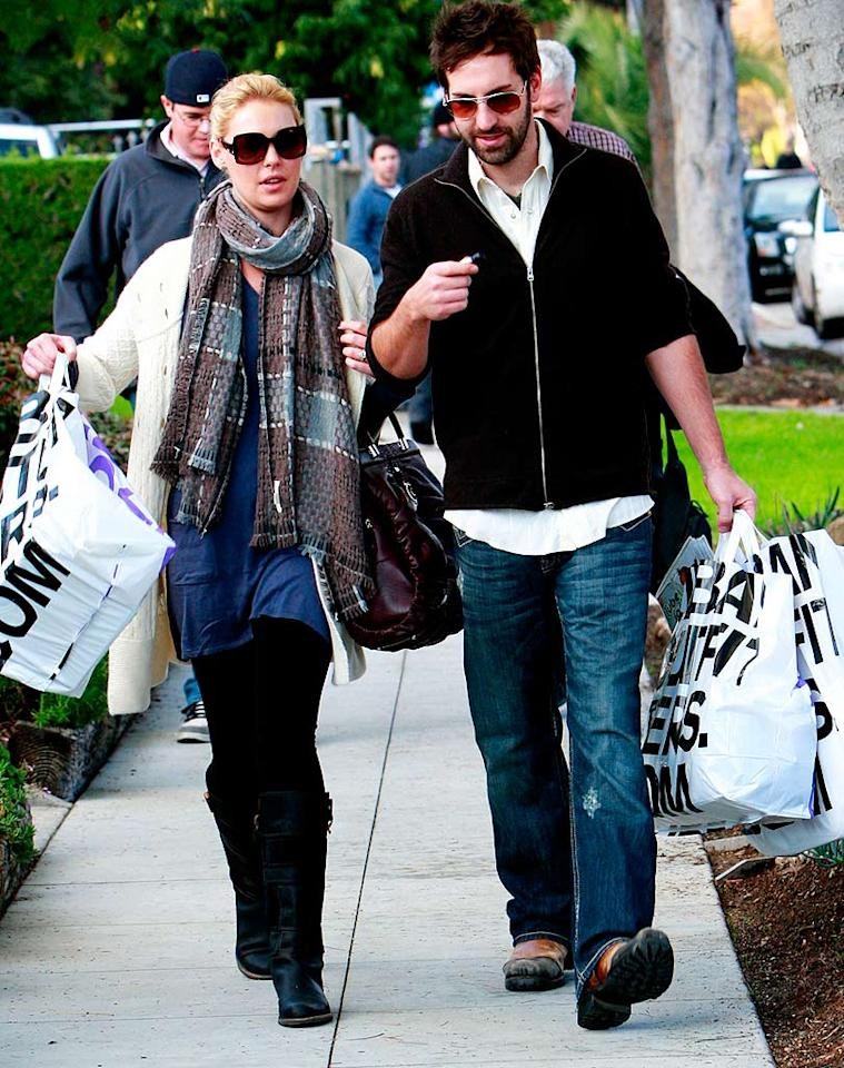 "It looks like Katherine Heigl and Josh Kelley spent a small fortune at Urban Outfitters. Madison/<a href=""http://www.x17online.com"" target=""new"">X17 Online</a> - December 11, 2008"