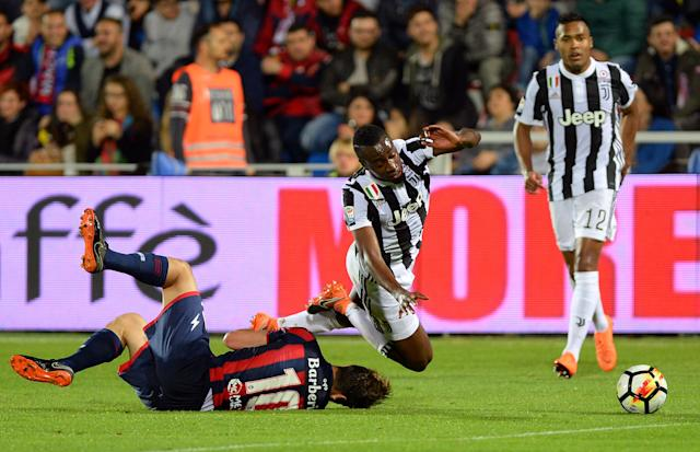 Soccer Football - Serie A - Crotone vs Juventus - Ezio Scida Municipal Stadium, Crotone, Italy - April 18, 2018 Juventus' Blaise Matuidi in action with Crotone's Andrea Barberis REUTERS/Massimo Pinca