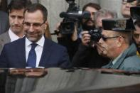 U.S. ambassador in Spain, James Costos (L), leaves the foreign ministry after being summoned to a meeting with Spain's European Secretary of State in Madrid October 28, 2013. REUTERS/Juan Medina
