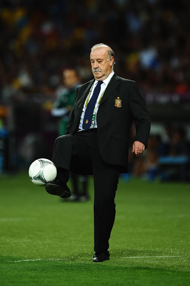 KIEV, UKRAINE - JULY 01: Head Coach Vicente del Bosque of Spain controls the ball on the touchline during the UEFA EURO 2012 final match between Spain and Italy at the Olympic Stadium on July 1, 2012 in Kiev, Ukraine. (Photo by Laurence Griffiths/Getty Images)