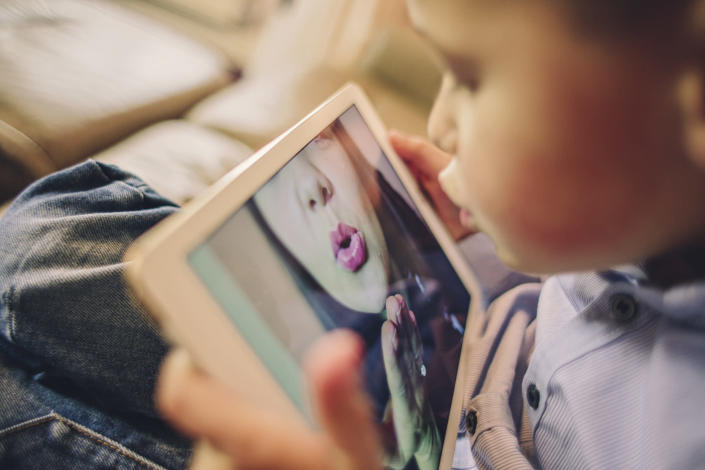 Co-parents should try to keep up communication if they are unable to be with their child physically. (Getty Images)