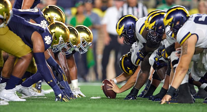 SOUTH BEND, IN - SEPTEMBER 01: Michigan Wolverines offensive line lines up across from Notre Dame Fighting Irish defensive line at the line of scrimmage in game action during the college football game between the Michigan Wolverines and the Notre Dame Fighting Irish on September 1, 2018 at Notre Dame Stadium, in South Bend, Indiana. The Notre Dame Fighting Irish defeated the Michigan Wolverines by the score of 24-17. (Photo by Robin Alam/Icon Sportswire via Getty Images)