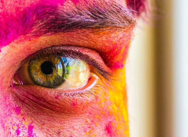 How To Protect Your Eyes During Holi