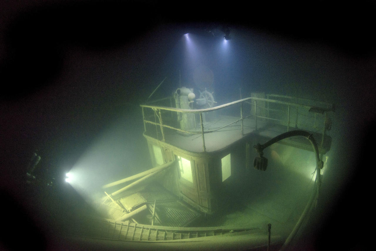 <p>These stunning images reveal the remains of a more than century-old sunken ship that has been preserved beneath freezing Lake Superior. (Photo: Becky Kagan Schott/Caters News) </p>