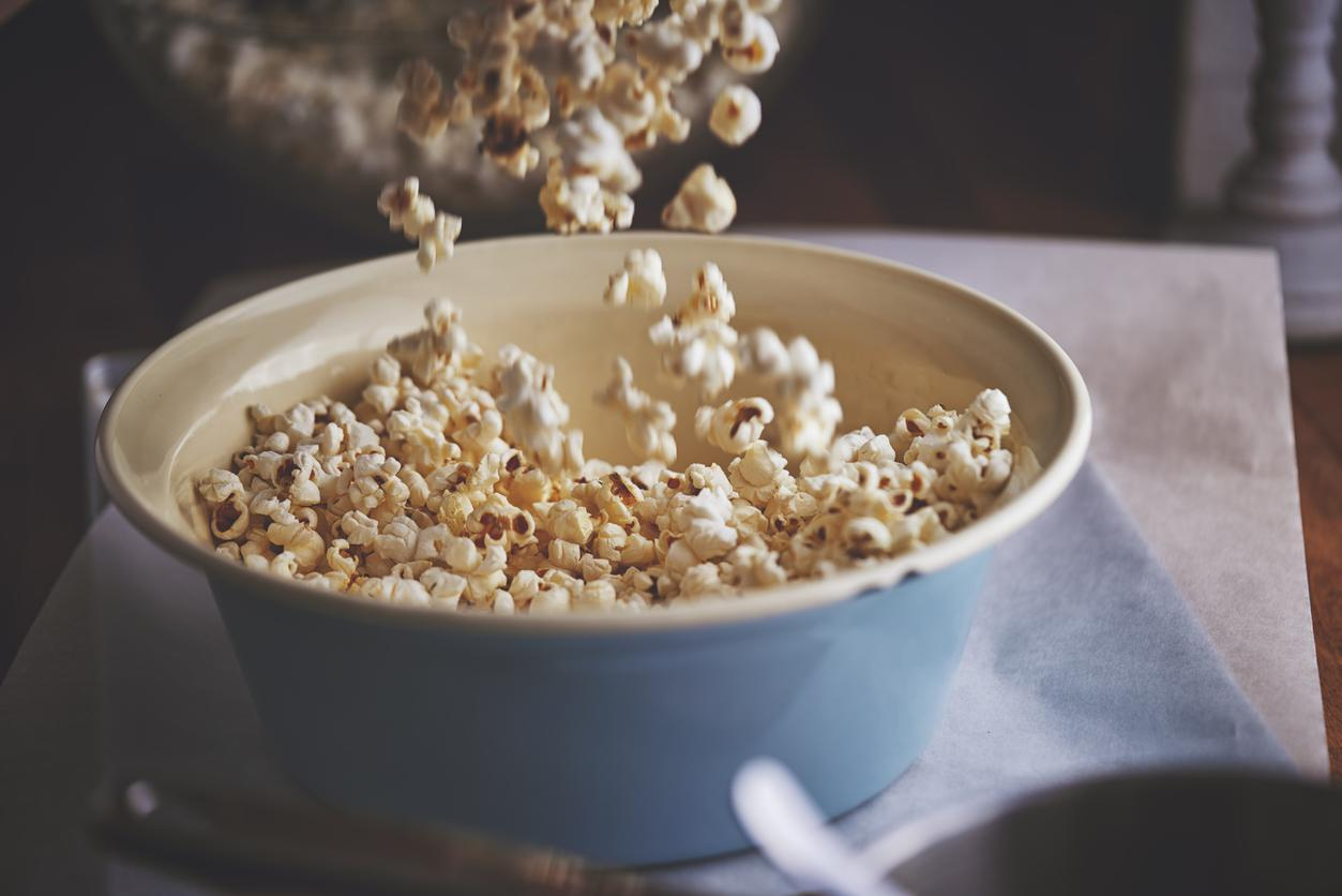 "<p>Three cups of air-popped <a href=""https://www.thedailymeal.com/free-tagging-cuisine/popcorn?referrer=yahoo&category=beauty_food&include_utm=1&utm_medium=referral&utm_source=yahoo&utm_campaign=feed"">popcorn</a>, or 1 ounce, will provide you with 3.6 grams of fiber. Popcorn, which is a whole grain, can be a great snack any time of day.</p>"