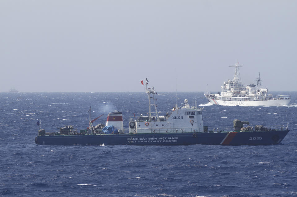 A ship (top) of Chinese Coast Guard is seen near a ship of Vietnam Marine Guard in the South China Sea, about 210 km (130 miles) off shore of Vietnam May 14, 2014. Vietnamese ships were followed by Chinese vessels as they neared China's oil rig in disputed waters in the South China Sea on Wednesday, Vietnam's Coast Guard said. Vietnam has condemned as illegal the operation of a Chinese deepwater drilling rig in what Vietnam says is its territorial water in the South China Sea and has told China's state-run oil company to remove it. China has said the rig was operating completely within its waters. REUTERS/Nguyen Minh (POLITICS MARITIME ENERGY)