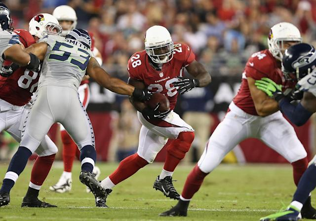GLENDALE, AZ - OCTOBER 17: Running back Rashard Mendenhall #28 of the Arizona Cardinals rushes the football against the Seattle Seahawks during the NFL game at the University of Phoenix Stadium on October 17, 2013 in Glendale, Arizona. (Photo by Christian Petersen/Getty Images)