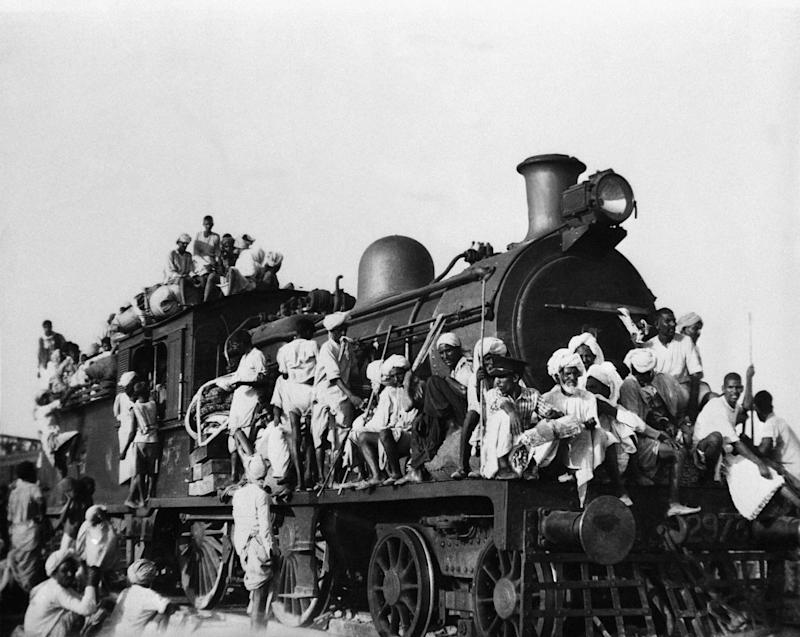 <strong>Hundreds of Muslim refugees jam inside and atop the engine and coaches of this train leaving the New Delhi area for Pakistan in September 1947.&nbsp;</strong> (Photo: ASSOCIATED PRESS)