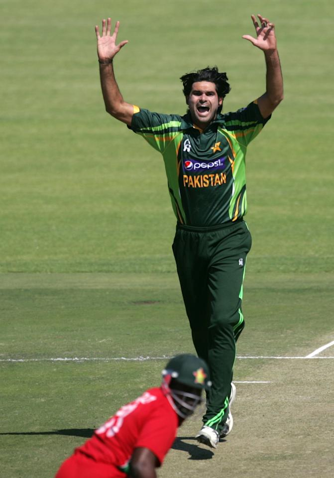 Pakistan bowler Muhammad Irfan celebrates during the first game of the three matches ODI cricket series between Pakistan and hosts Zimbabwe at the Harare Sports Club on August 27, 2013.    AFP PHOTO / JEKESAI NJIKIZANA        (Photo credit should read JEKESAI NJIKIZANA/AFP/Getty Images)