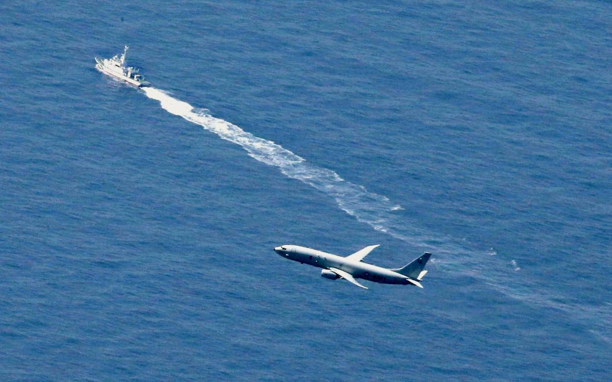 A Japan Coast Guard's vessel and US military plane search for a Japanese fighter jet - Kyodo News