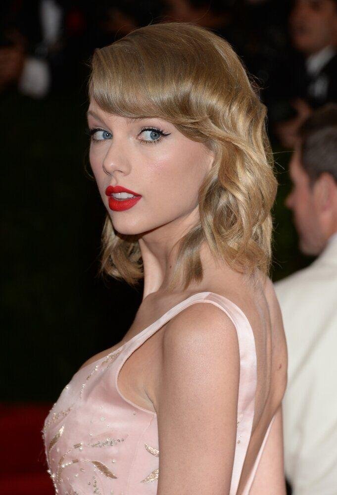 "Taylor Swift attends The Metropolitan Museum of Art's Costume Institute benefit gala celebrating ""Charles James: Beyond Fashion"" on Monday, May 5, 2014, in New York. (Photo by Evan Agostini/Invision/AP)"