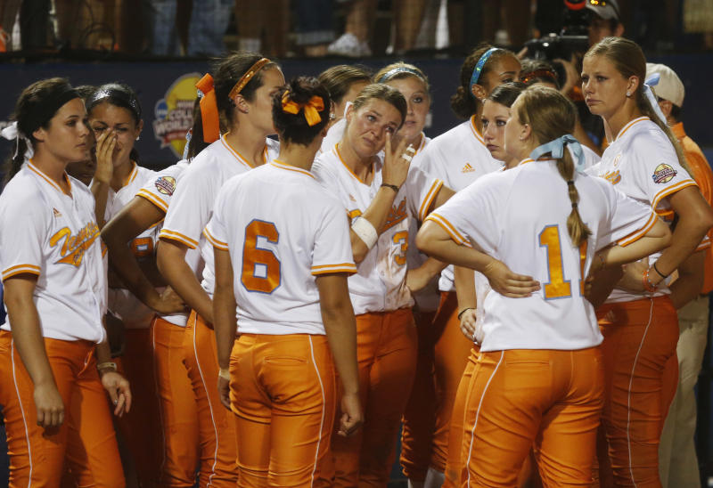 CORRECTS SCORE TO 4-0-Tennessee's Kat Dotson, center, wipes a tear from her eye following a loss to Oklahoma in the second game of the best of three Women's College World Series NCAA softball championship series in Oklahoma City, Tuesday, June 4, 2013. Oklahoma won the game 4-0 and the best of three series in two games.(AP Photo/Sue Ogrocki)