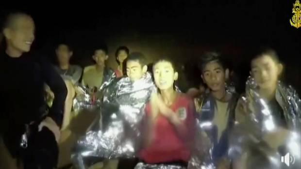 Thai PM thanks people involved in cave rescue