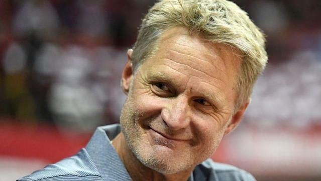 "NBA coach Steve Kerr was one of thousands of people taking in the U.S. Open this week. Kerr watched on as <a class=""link rapid-noclick-resp"" href=""/olympics/rio-2016/a/1128002/"" data-ylk=""slk:John Millman"">John Millman</a> took down No. 2 seed <a class=""link rapid-noclick-resp"" href=""/olympics/rio-2016/a/1221919/"" data-ylk=""slk:Roger Federer"">Roger Federer</a>."
