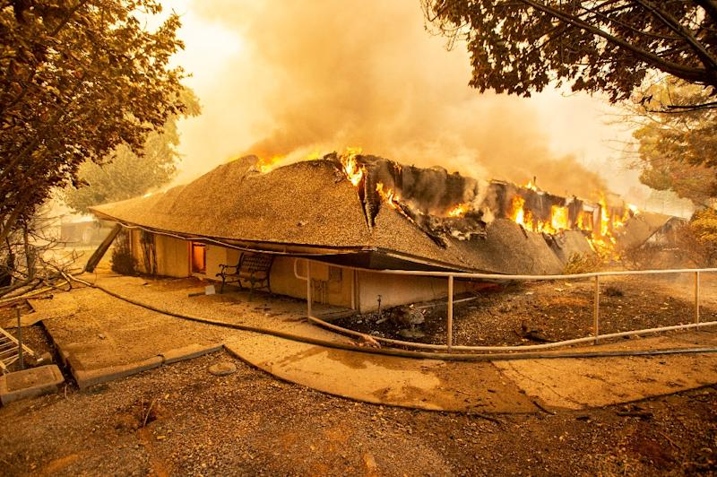 The Feather River Hospital burns down during the Camp fire in Paradise, California on November 8, 2018 (AFP Photo/Josh Edelson)
