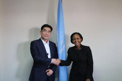 Lee Dong-Myun, president of KT's Future Platform Business Group, and Joyce Msuya, executive director of the United Nations Environment Program are photographed on March 12th in Nairobi, Kenya