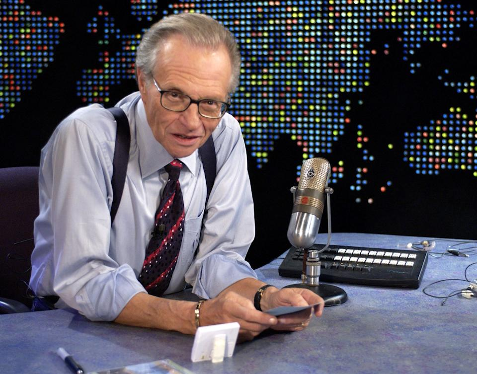 "Larry King on ""Larry King Live"" at CNN Studios in Hollywood, California, in 2003. (Photo: SGranitz via Getty Images)"