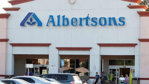 PHOTO: In this July, 17, 2012, file photo, customers leave an Albertsons grocery store with their purchases. (Fred Prouser/Reuters, FILE)