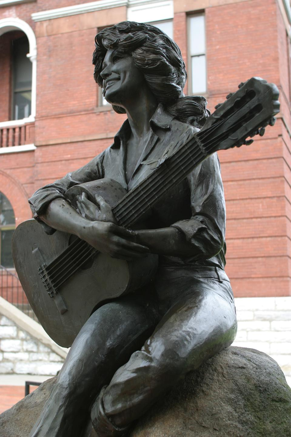 A Dolly Parton statue on the lawn of the Sevier County Courthouse. (Photo by: Jeffrey Greenberg/Universal Images Group via Getty Images)