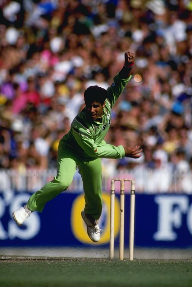 12 Jan 1993:  Waqar Younis in action for Pakistan during the World Series match against Australia in Melbourne.