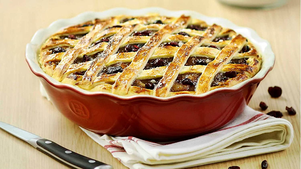 Gifts for bakers: Emile Henry Modern Classics Pie Dish