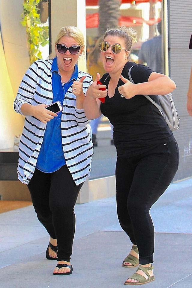<p>Yass! The singer gave two thumbs-up to the paparazzi during a shopping trip on Rodeo Drive in Beverly Hills. (Photo: Yellow Mamba/BACKGRID) </p>