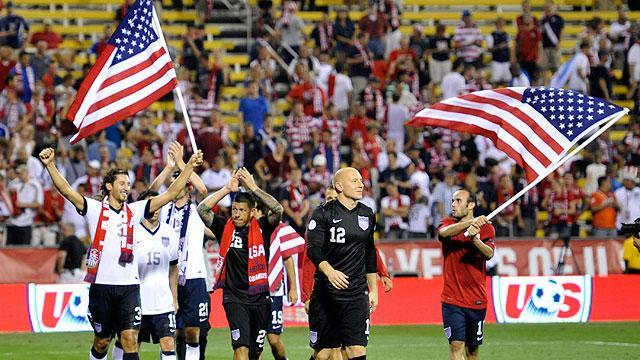 U.S. beats rival Mexico, qualifies for World Cup