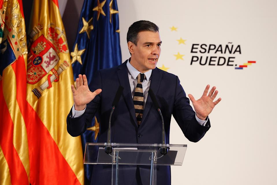 ZARAGOZA, SPAIN – JANUARY 22: The President of the Government of Spain, Pedro Sánchez, speaks at a press conference following the meeting with the President of Aragón, Javier Lambán, at the Palacio de Congresos, on January 22, 2021, in Zaragoza, Spain. Pedro Sánchez travelled to the city to explain the Plan for the Recovery, Transformation and Resilience of the Economy, in a restricted meeting with social agents and institutional representatives. The session has been restricted to the maximum capacity as the Aragonese capital is in a situation of perimetral confinement due to the COVID-19 pandemic. Nevertheless, it was decided to hold the event, which had been cancelled on two previous occasions, in order to be able to present the plan to the main businessmen of the autonomous community who wish to apply for the recovery aid made available by the European Union due to the economic crisis generated by the pandemic. (Photo by Fabián Simón/Europa Press via Getty Images)