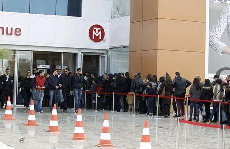 People wait in line to enter the Tunisia Mall in Berges du Lac in Tunis, Tunisia, December 20, 2015. REUTERS/Zoubeir Souissi